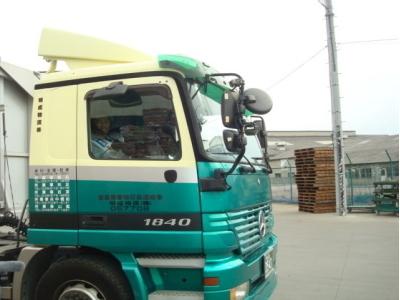 明成物流のトラック